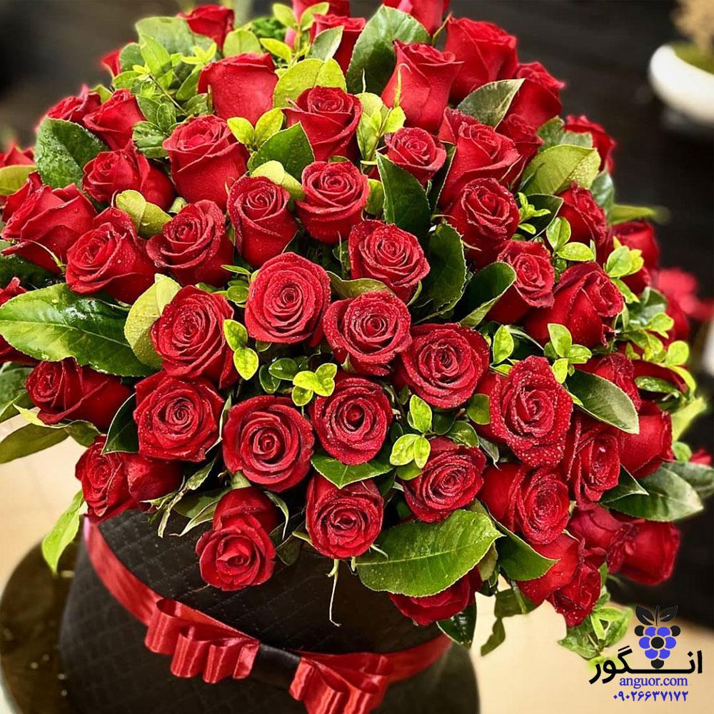 جعبه گل رز لیندا (50 شاخه رز قرمز)